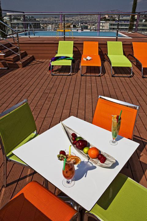 29-Rooftop pool - fruit