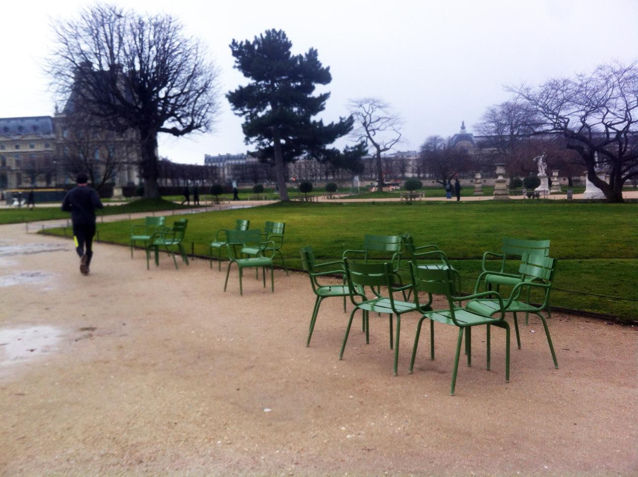 Fermob luxembourg chair in jardin des tuileries in paris - Chaise de jardin fermob ...